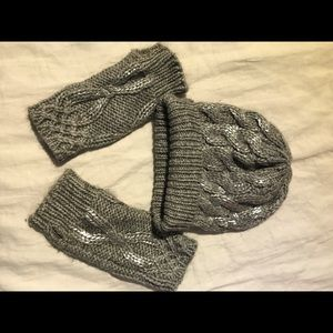 ANTHROPOLOGIE Grey silver gloves and hat